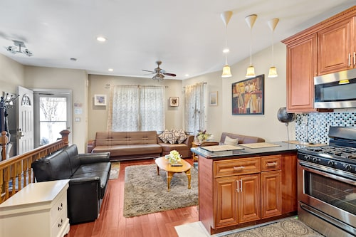 Awesome 3 BED 2 Bath House FOR Family/business IN Queens 20 Mins TO Times SQ,