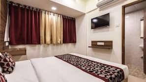 1 bedroom, desk, iron/ironing board, free rollaway beds