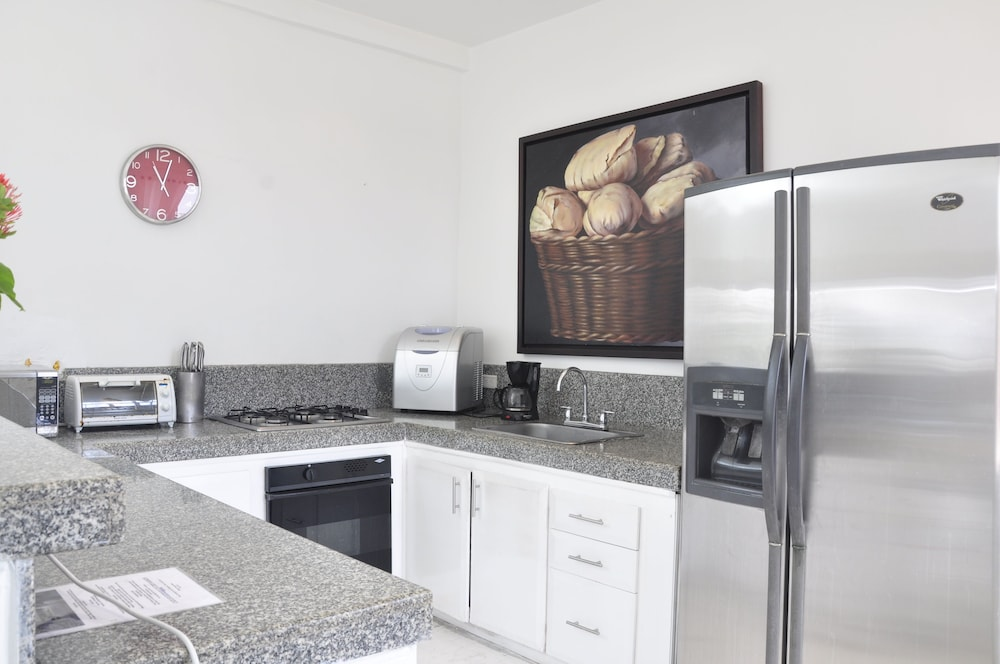 Private Kitchen, LUX Private Pool Penthouse Facing THE Caribbean IN OLD Historic Town!