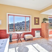 San Francisco Hilltop Apartment With Views in Central but Quiet Location