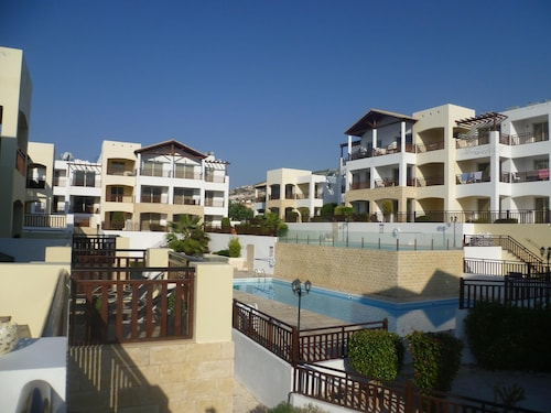 Luxury 5 1 Bedroom Apartment With Spacious Private Balcony, Free Wifi & 2 Pool