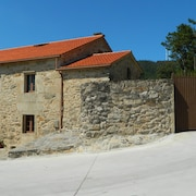 Large Granite House Restored in the Ria de Muros and Noia