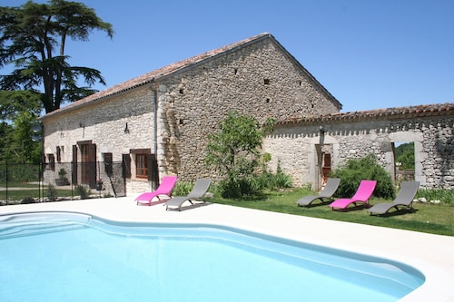 Beautiful 3 bed Stone Country Cottage With Private Heated Pool in Monflanquin