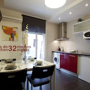 Romantic and Comfortable 2 Bedroom Next to the Beach and the Gothic in Barcelona
