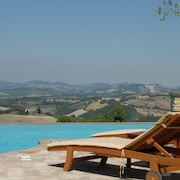 La Corte del Gusto - Villa The Stable With Infinity Pool and an Amazing View