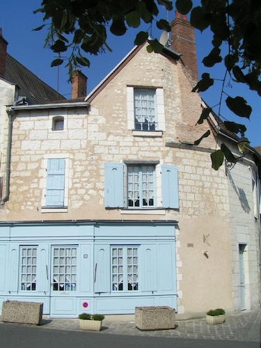 La Petite Boutique, 15thc Stone Cottage in Medieval Town, Loire Valley