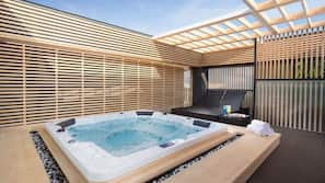 Outdoor spa bath
