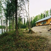 Minutes OFF Parks HWY W/wifi Experience AK 27 Acres Riverfront Willow Creek INN
