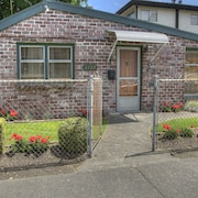Popular Alki Beach Seattle Vacation House, Walk to Restaurants