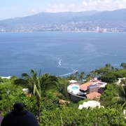 Villa Alhambra - Fully Staffed, Incredible View - Las Brisas!