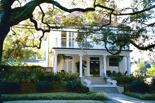 Great Place to stay Uptown Manse With Pool, a Southern Beauty near New Orleans