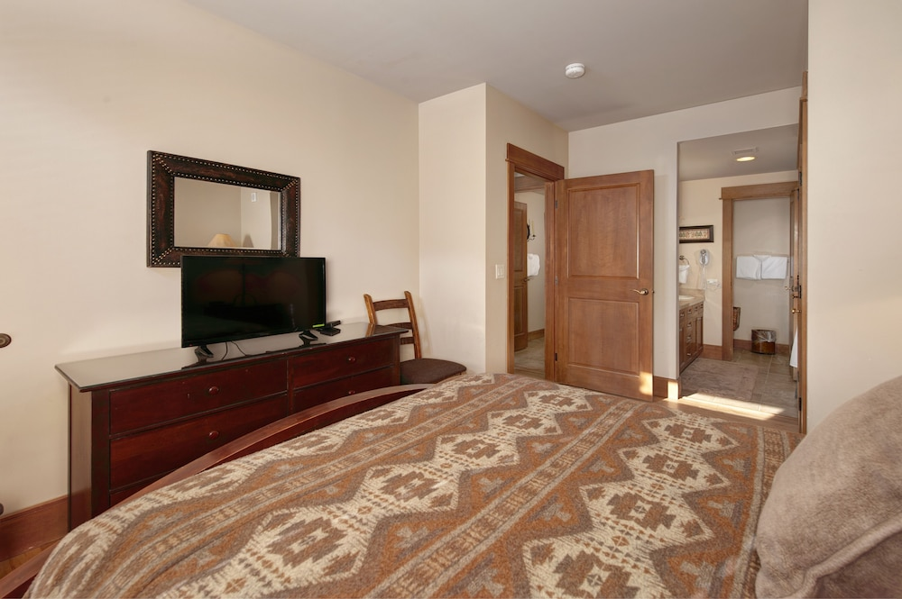 Room, Ski-in Ski-out 2br/3ba Condo With Mountain Views!