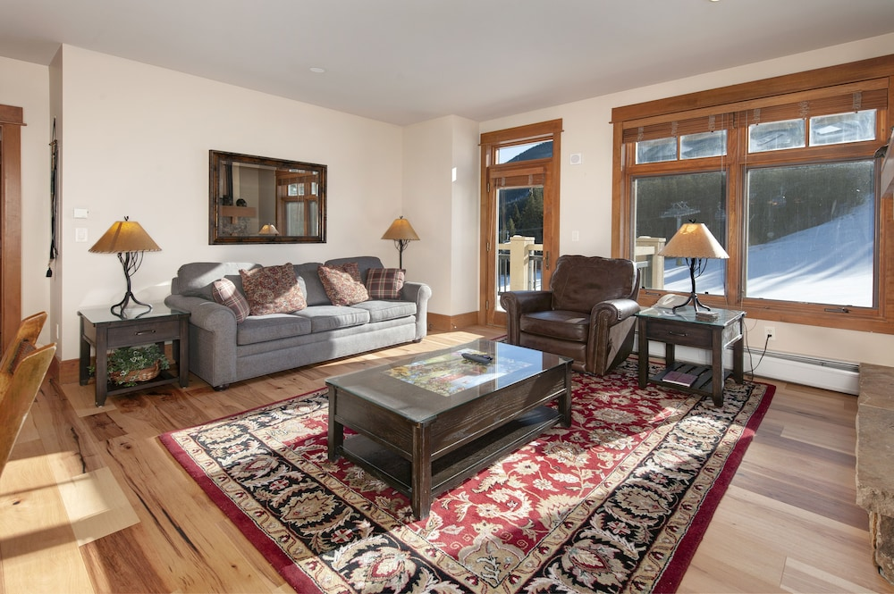 Living Room, Ski-in Ski-out 2br/3ba Condo With Mountain Views!