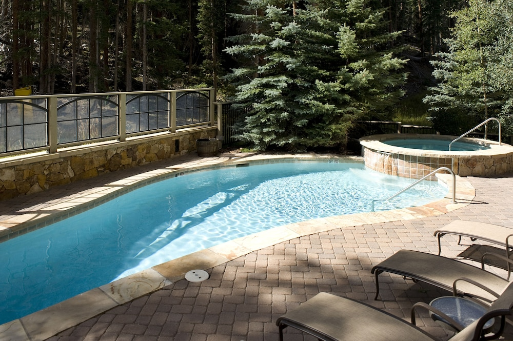 Pool, Ski-in Ski-out 2br/3ba Condo With Mountain Views!