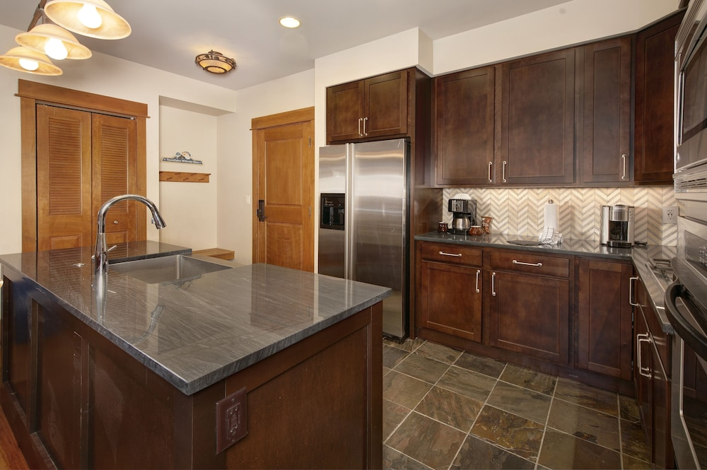 Private Kitchen, Ski-in Ski-out 2br/3ba Condo With Mountain Views!
