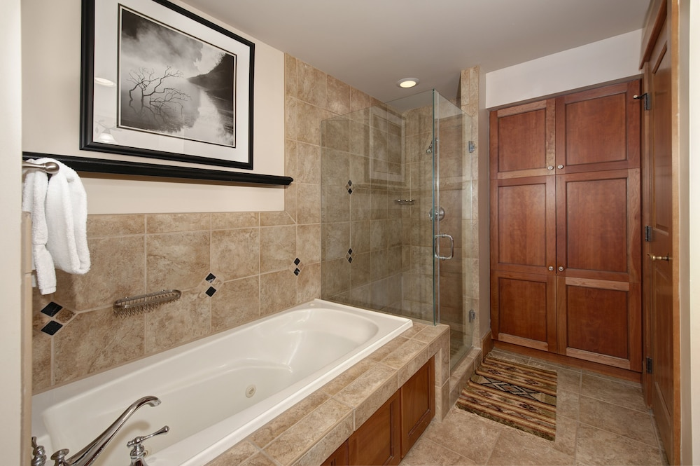 Bathroom, Ski-in Ski-out 2br/3ba Condo With Mountain Views!