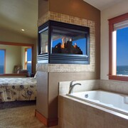 Stunning Views! King Beds! Hot Tub! <br>September/October Weeknights from $349/Nt!!