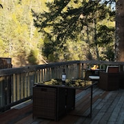 Private Riverfront Home With Deck on the Beautiful Smith River - North Coast, Ca