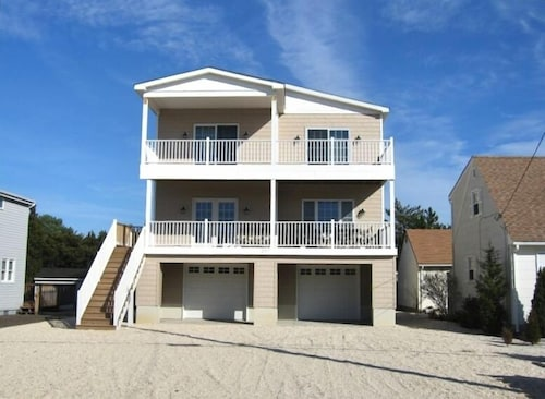 Great Place to stay Perfect Family Getaway in Surf City - NO Proms near Surf City