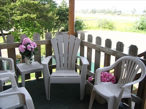 Terrace/Patio,  Romantic River View w/Hot Tub/Fire Pit/covered deck!
