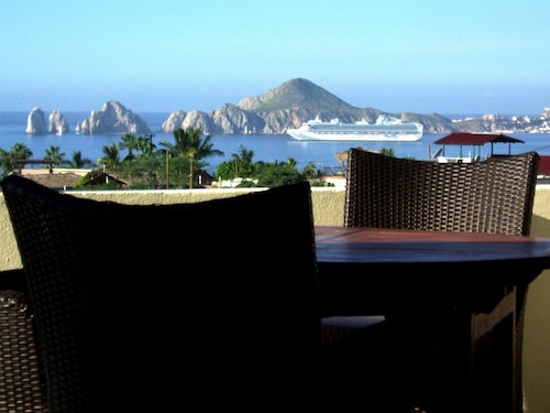 Million Dollar Ocean View- Modern Luxe House, Ideal Family Getaway Cabo!