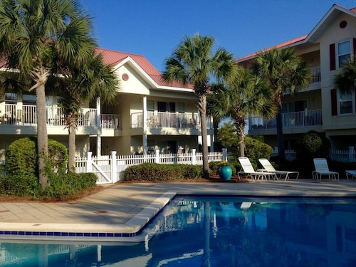 Sunny Travels - Great Pool! Heated for Spring Break!