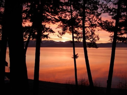 Lakeshore Cottage - Flathead Lake Montana
