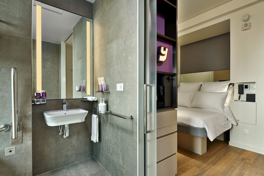 Room, YOTEL Singapore Orchard Road