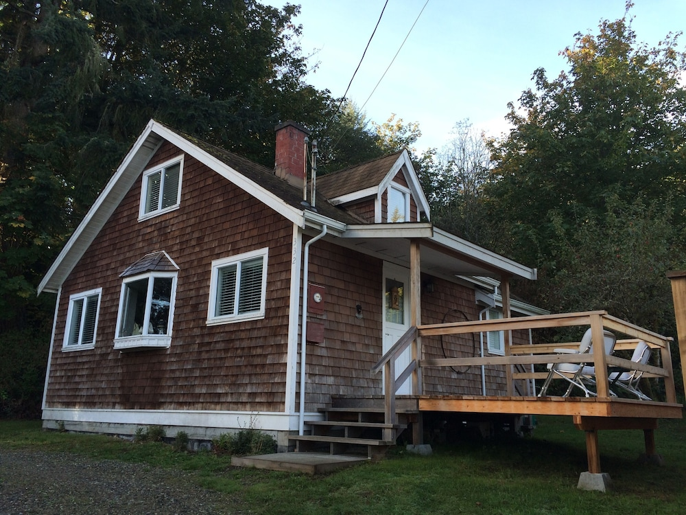 Exterior, 'captain's Quarters' Waterfront Cottage on Fulford Harbour