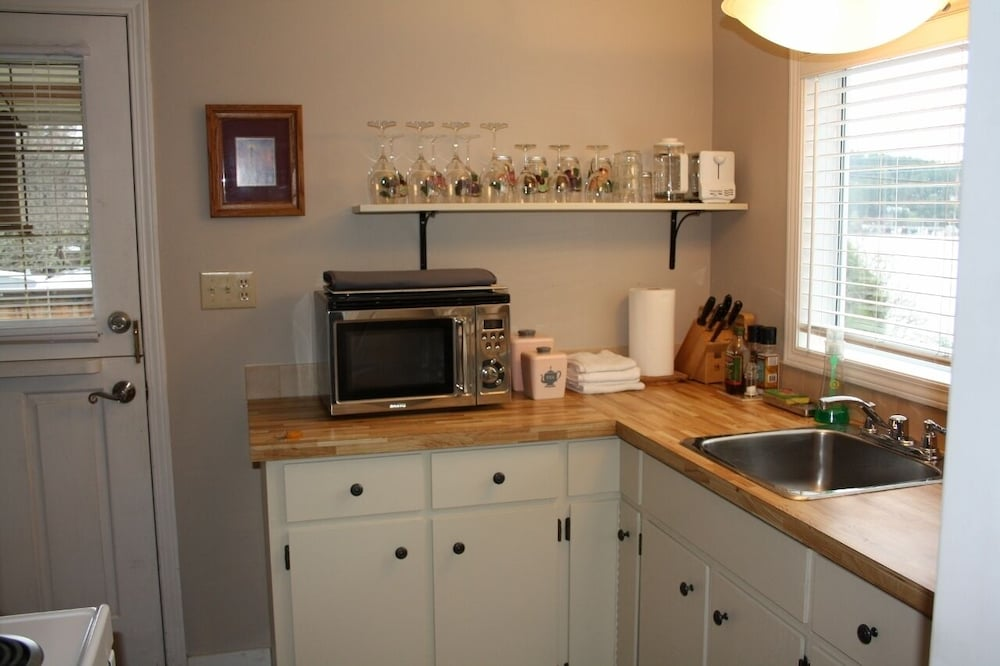 Private Kitchen, 'captain's Quarters' Waterfront Cottage on Fulford Harbour