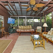 Kailua Beach Vacation Cottage / Weekly Rates & Terms Available Upon Request