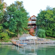 Large And Luxurious Lakefront Family Vacation Home ~ Sleeps 16