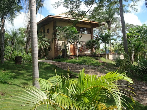 Casa Linda Vista / Walk TO Beach & Surfing / Peaceful & Private / Sleeps 2 to 15