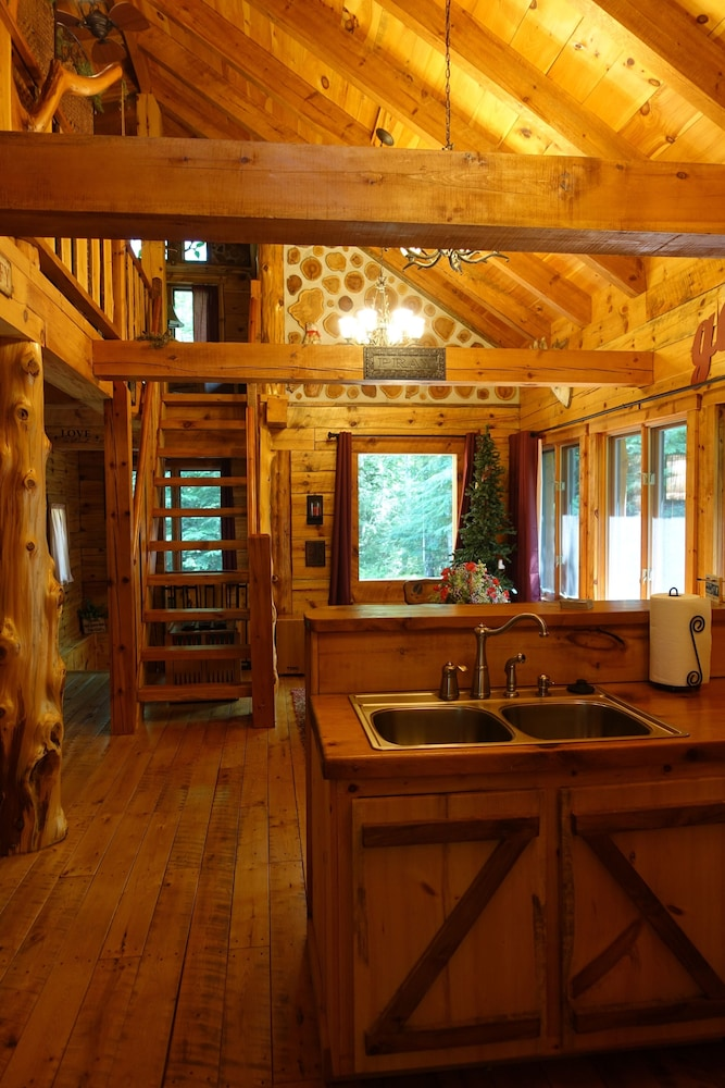 Private Kitchen, Stunning Door County Cabin In The Woods, Wi-fi, Firepit, Fireplace, Game Room