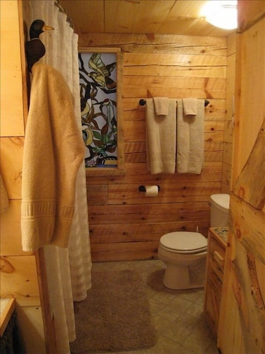 Bathroom, Stunning Door County Cabin In The Woods, Wi-fi, Firepit, Fireplace, Game Room