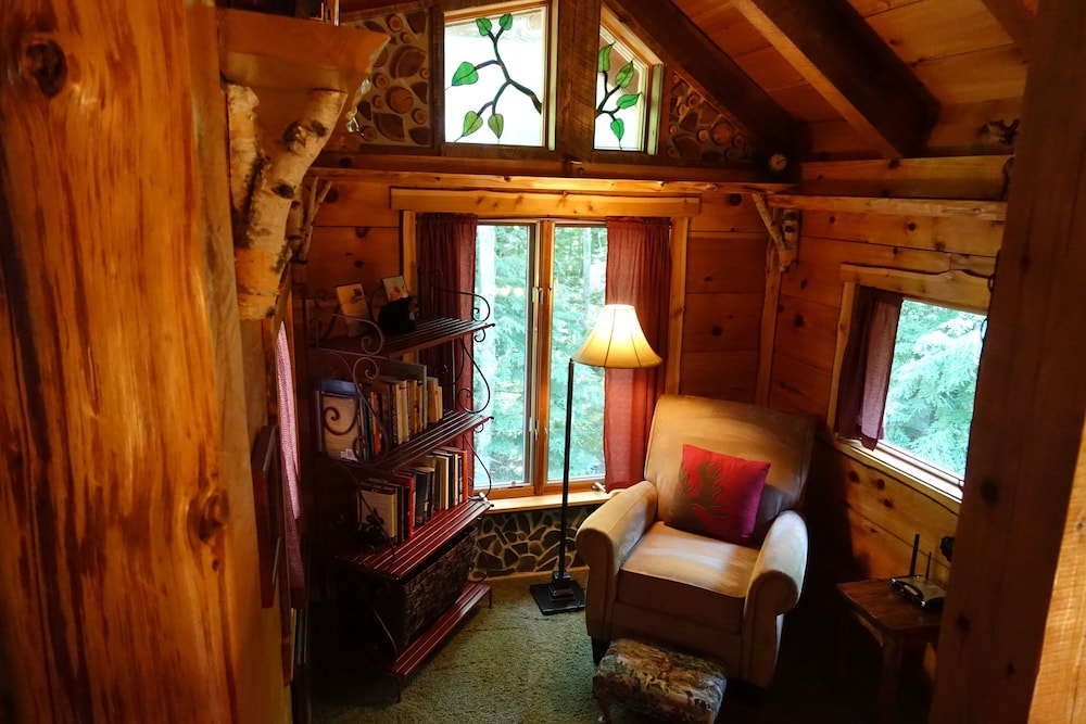Living Room, Stunning Door County Cabin In The Woods, Wi-fi, Firepit, Fireplace, Game Room