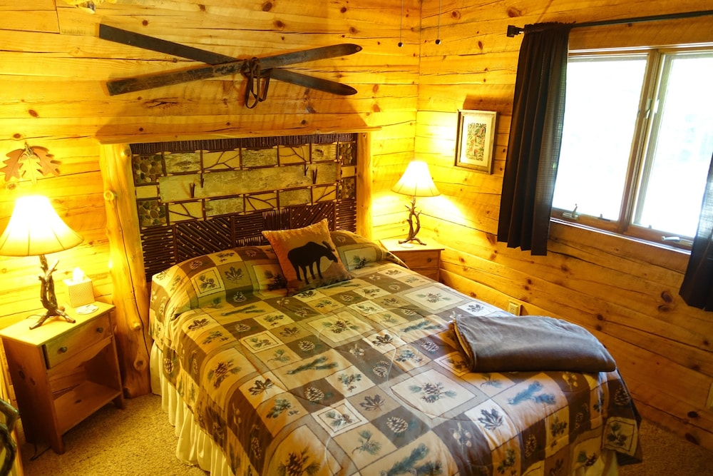 Room, Stunning Door County Cabin In The Woods, Wi-fi, Firepit, Fireplace, Game Room