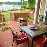Lakefront 1st Floor 3 Bd/2 Ba -walkout Patio to Lake! Pool - Free Boat Slip