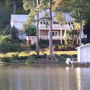 Luxory Lakefront Home W/swimming Pool & Boat House