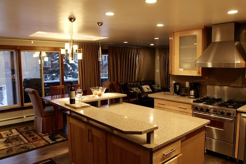 Affordable Luxury Condo 5-min Walk to Lift or Historic Downtown Breckenridge