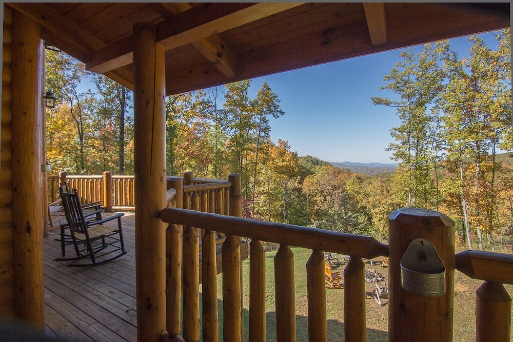 Balcony, August 15-20 Open! Spacious 5BR Cabin, Enjoy Campfire Fun, Mtn View, Game Room