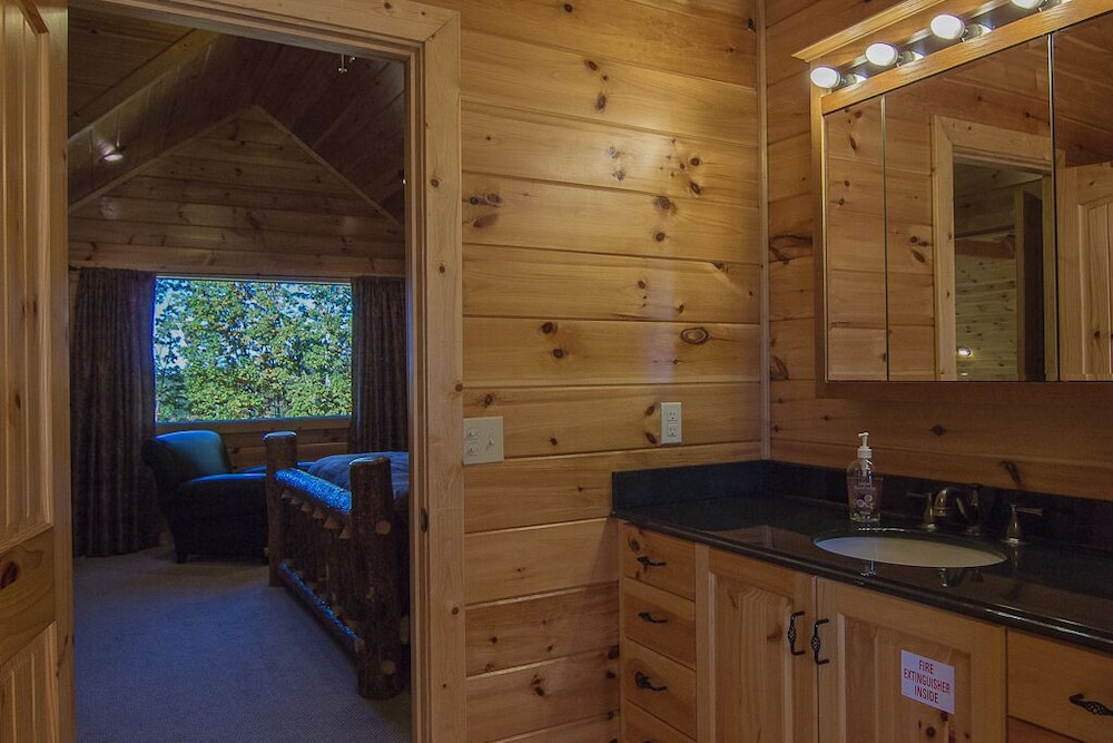 Private Kitchen, August 15-20 Open! Spacious 5BR Cabin, Enjoy Campfire Fun, Mtn View, Game Room