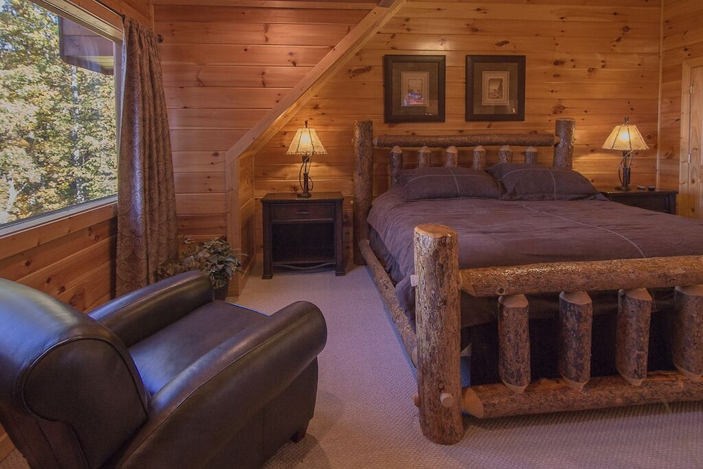 Room, August 15-20 Open! Spacious 5BR Cabin, Enjoy Campfire Fun, Mtn View, Game Room
