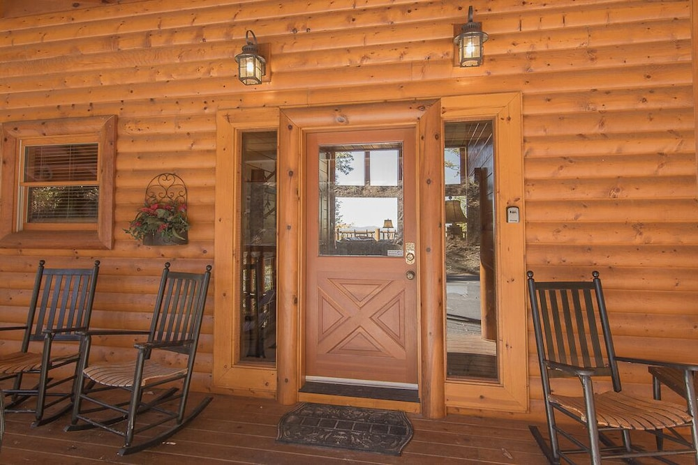 , August 15-20 Open! Spacious 5BR Cabin, Enjoy Campfire Fun, Mtn View, Game Room