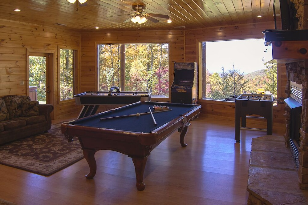 Game Room, August 15-20 Open! Spacious 5BR Cabin, Enjoy Campfire Fun, Mtn View, Game Room