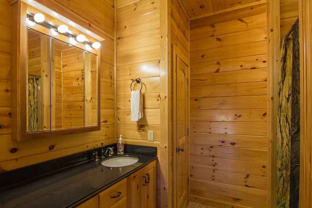 Bathroom, August 15-20 Open! Spacious 5BR Cabin, Enjoy Campfire Fun, Mtn View, Game Room