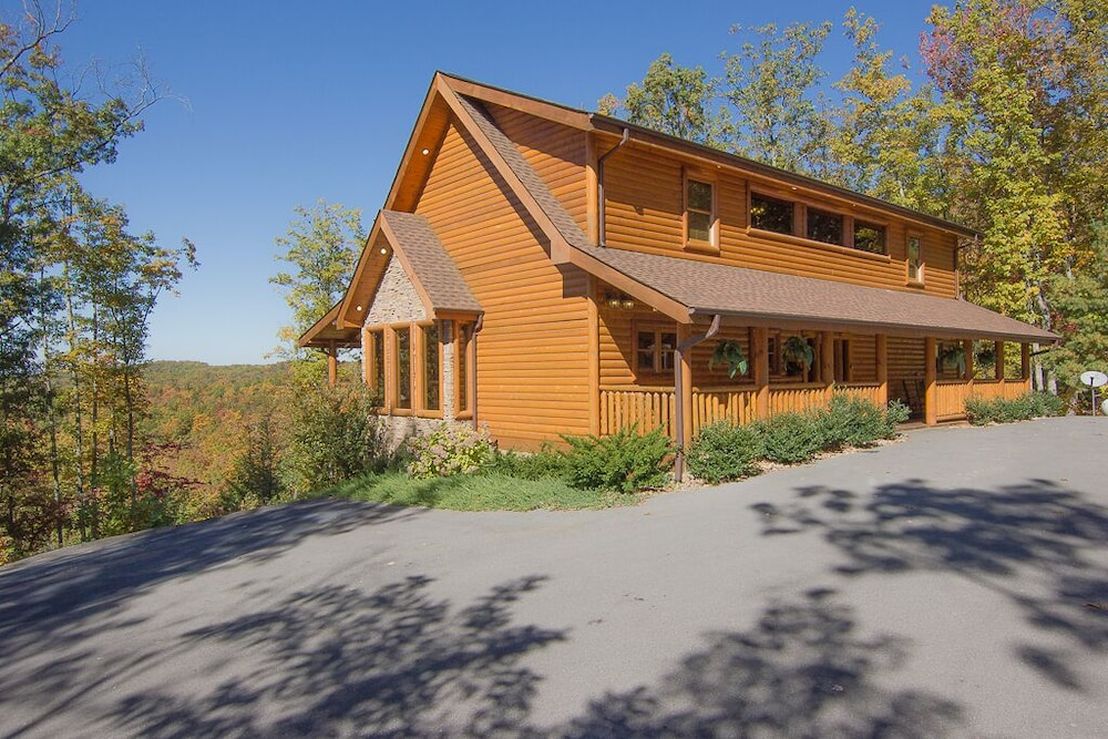 Exterior, August 15-20 Open! Spacious 5BR Cabin, Enjoy Campfire Fun, Mtn View, Game Room