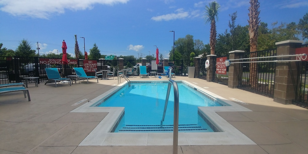 Outdoor Pool, TownePlace Suites Charleston Mt. Pleasant