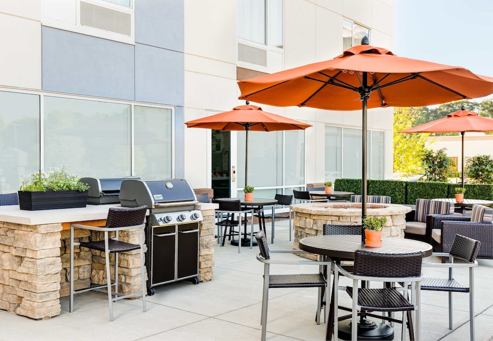 BBQ/Picnic Area, TownePlace Suites Charleston Mt. Pleasant