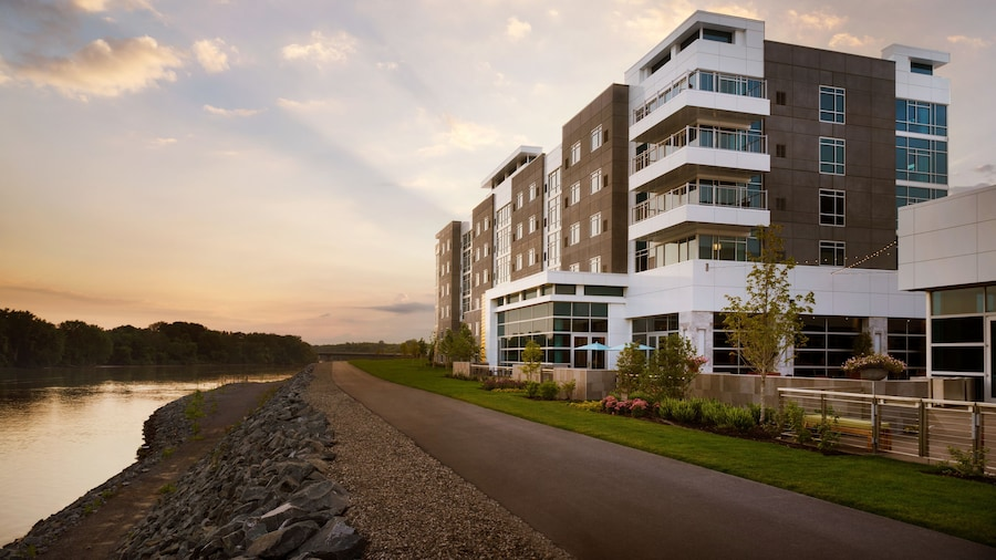 The Landing Hotel at Rivers Casino & Resort